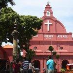 La iglesia, herencia de la colonia holandesa