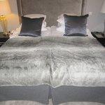 Cama doble, con dos camas.
