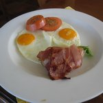 their fried eggs with bacon and tomato