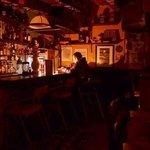 La Barra.!!!!   Un lugar acogedor en donde a todo mundo le encanta disfrutar de un buen trago en