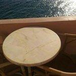 tavolino con vista mare