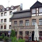 Hotel und Weinhaus von der Knorrstr. aus gesehen