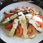 Horiatiki Salata (Village Salad with Chicken)