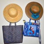 chapeaux, sacs et parapluies à votre disposition dans la chambre en cas de besoin