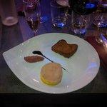 Foie Gras de Canard Mi-cuit, Compotée Pommes-Rhubarbe et son Pain d'épices
