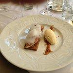 au dessert des figues rôties un sablé spéculoos glace tonka