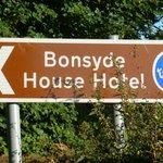 Hotel-Zufahrtschild