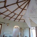 L'interno, in stile masai