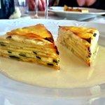 il secondo antipasto: Millefoglie di ricotta e zucchine su Fonduta di Parmigiano (il top)