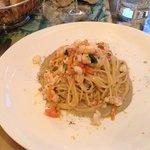 Spaghetti in salsa di cicale con scampi ed astice