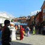 circundando la stupa