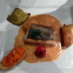 filet de merlu cuit sur peau sauce chorizo