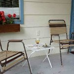 Nice Porch area with gas bbq and 4 chairs