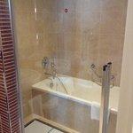 doccia e vasca in suite