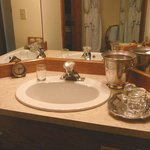 Silver tray, old clock and ice bucket - nice touch!!!