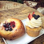 French cream filled pastry and cupcake to celebrate July 4!