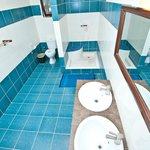 chaque chambre a sa salle de bain privative avec eau chaude.