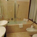 Double sink and bathtub