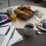 ガーデンでの朝食は気持ちがいい