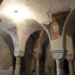 In de crypte van de kathedraal