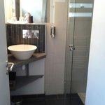 Salle de bains. Douche italienne