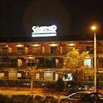 Night view (вид отеля ночью)