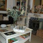 Breakfast room -- sitting area