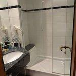 Riesige Dusche, ganz Klasse für korpulente Menschen
