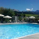 La piscine avec vue sur les montagne