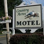 Entrance to Country Acres Motel