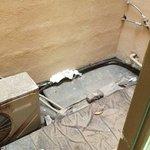 la finestra del bagno non si puó aprire per via dell'aria calda delle ventole e della puzza di f