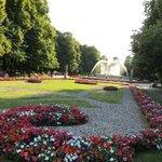 manicured lawn & flower beds