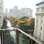 Vista da sacada do quarto do 5º andar de frente para a Av Nossa Senhora de Copacabana
