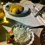 tzatzichi e formaggio fritto