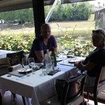 déjeuner en terrasse avec vue sur la Dordogne