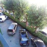 vista del aparcamiento desde la habitacion