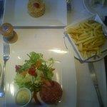 Steak Tartar y Bacalao