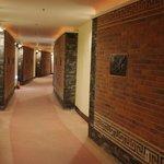 曲がった廊下 2