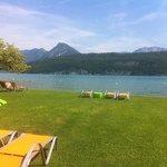 plage les pieds dans le lac d'Annecy
