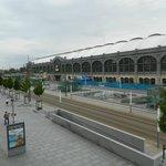 Blick auf den Hauptbahnhof und die Straßenbahn
