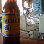 Buen lugar, buena cerveza, buena comida, PESIMO servicio