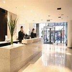 Dzz Tower Lobby -Vista Recepcion Al Exterior -Alta