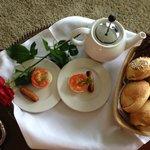 En del af den morgenmad som vi fik på værelset