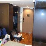 camera, sulla sx doccia a vista