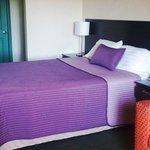 cuarto 1 cama queen y sofá cama