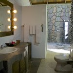 Deluxe Traditional cottage bathroom