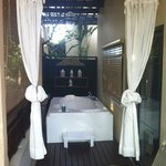spa bath on the deck - blue breeze room