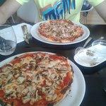 Pizzas. Funghi + Prosciuto funghi