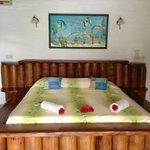 Chambre spacieuse avec décor kitsch