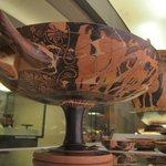 Vasi dipinti (Kylix attica in primo piano)